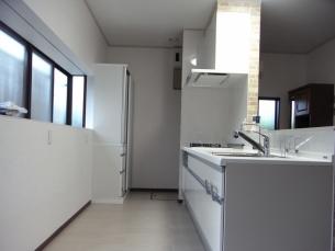 リビングを見渡せる対面キッチン