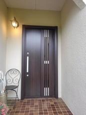 玄関ドアをリフレッシュ